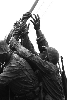 http:  www.taishimizu.com pictures dc fireworks independence day Nikon D200 DC Iwo Jima Memorial Iwo Tou thumb.jpg