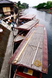 http:  www.taishimizu.com pictures uji boats nikon d200 tokina 11 16mm f2 8 thumb.jpg